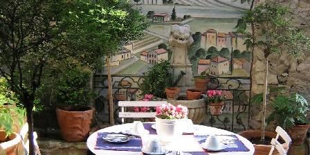 L'Evéché The little terrace