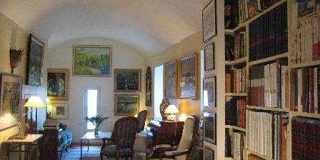 L'Evéché Sitting room with the library