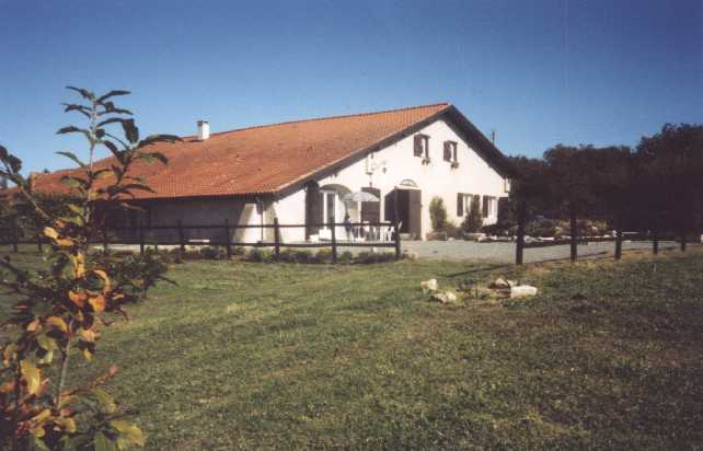 Bed & breakfasts Landes, from 60 €/Nuit. Farm, Tarnos (Bayonne Nord) (40220 Landes), Charm, Guest Table, Net, WiFi, Baby Kits, 5 Double Bedroom(s), 12 Maximum People, Library, 3 épis Gïtes De France, Blue Card, Travel Ch...