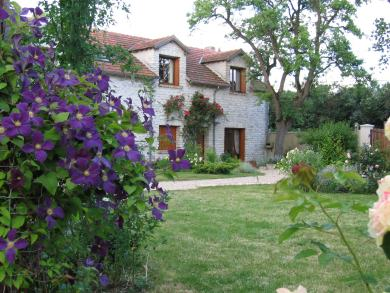 Bed & breakfasts Yvelines, Farm, Soindres (78200 Yvelines), Charm, WiFi, T.V., Parking, 3 Double Bedroom(s), 8 Maximum People, Lounge, Chimeney, Kids Games, 3 épis Gîte De France, Guide Du Routard, Travel Cheques, Country View,...