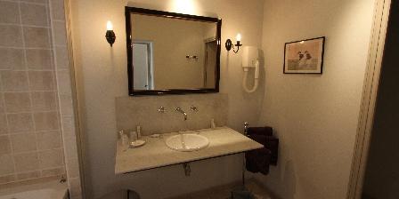 Le Clos Xavianne  la salle de bain de la chambre 1