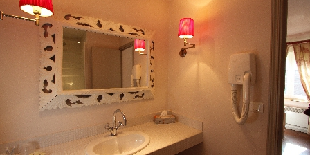 Le Clos Xavianne La salle de bain de la chambre 2