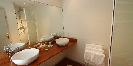 Le Clos Xavianne La salle de bain de la chambre 3