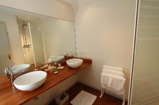 la salle de bain de la chambre 3