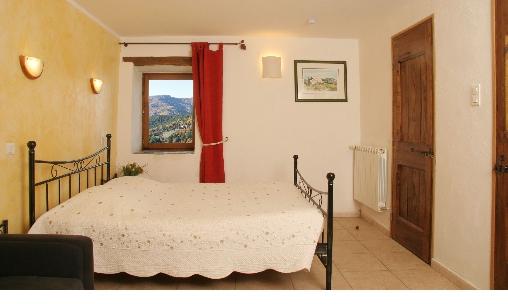 chambre d 39 hote chambre et table d 39 h tes lou rey chambre d 39 hote lozere 48 languedoc roussillon. Black Bedroom Furniture Sets. Home Design Ideas