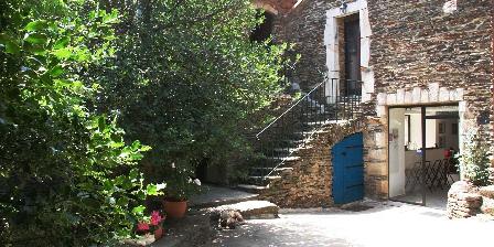 Chambre et table d'hôtes Lou-Rey Le patio et l'entrée
