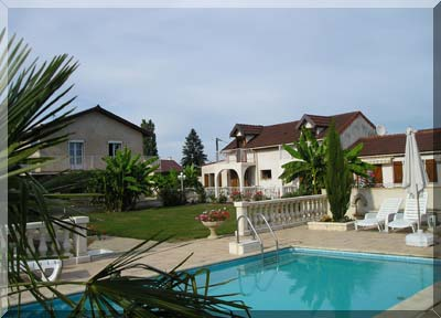 Bed & breakfasts Saône-et-Loire, from 80 €/Nuit. House/Villa, Saint Loup Geanges (71350 Saône-et-Loire), Charm, Swimming Pool, Park, T.V., Parking, 2 Double Bedroom(s), 1 Suite(s), 9 Maximum People, 3 épis Gîtes De France, Trave...
