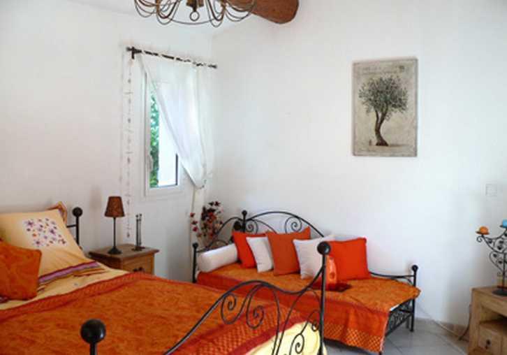 Villa des fleurs roquevaire chambres d 39 hotes bouches du for Chambre agriculture bouche du rhone