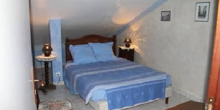 Gite Gîte de Fontepaisse > Florette - Un nom qui évoque la Provence pour cette chambre aux tons bleutés qui a pour toile de fond les Monts du Vercors.Elle possède un lit double et des sanitaires privatifs > Cliquez ici pour agrandir cette photo