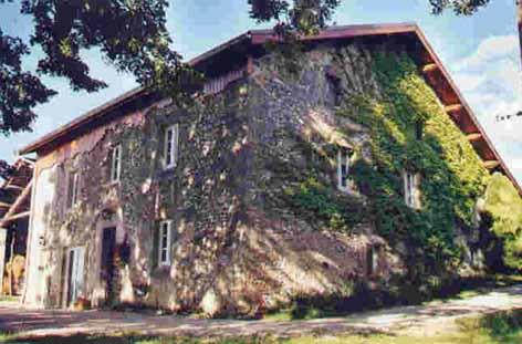 une maison en pierre joliment restaurée c'est mla ferme de fontépaisse