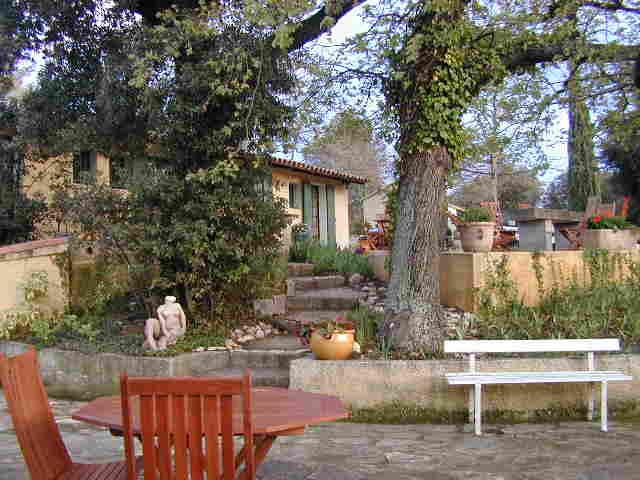 Chambres d'hotes Bouches du Rhône, à partir de 42 €/Nuit. Maison/Villa, Eyragues (13630 Bouches du Rhône), Charme, Piscine, Parc, WiFi, Téléviseur, Equipements Bébé, Parking, Climatisation, 5 chambre(s) double(s), 4 personnes maxi...