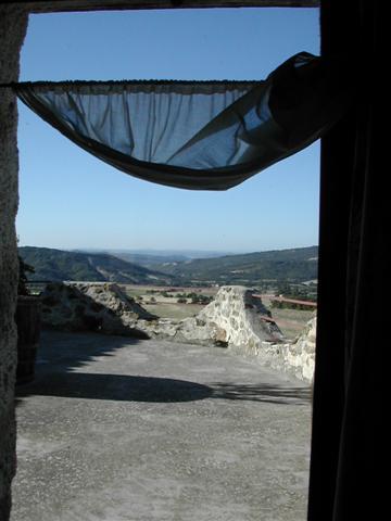 bed & breakfast Alpes de Haute Provence - Sight seeing from a bedroom' s window..