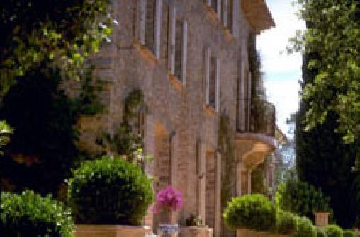 Chambres d'hotes Var, à partir de 80 €/Nuit. Château, Le Thoronet (83340 Var), Charme, Table d`hôtes, Piscine, Parc, Internet, Téléviseur, Parking, Climatisation, 3 chambre(s) double(s), 1 suite(s), 10 personnes maxim...