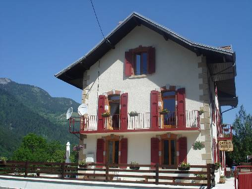 Bed & breakfasts Haute-Savoie, from 35 €/Nuit. House/Villa, Le Petit Bornand les Glières (74130 Haute-Savoie), Guest Table, Baby Kits, 6 Double Bedroom(s), Lounge, Computer, Kids Games, Ping Pong, Play Club, Mountain View, Cou...