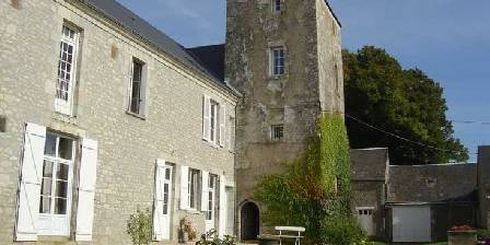 Bed and breakfast Gite de Moronville > Cour de la tour > Click here to enlarge photo