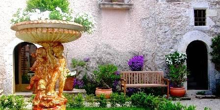 Le Chateau du Cros Cour d'honneur