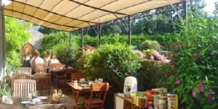 Moulin de Choiseaux Petit déjeuner sur la terrasse