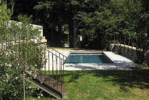 bed & breakfast Loire - the garden and the swimming pool