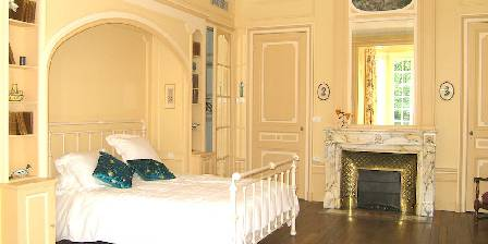 Villa Roassieux Cedar bedroom