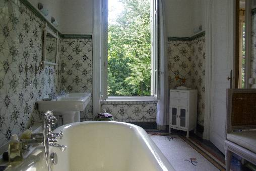 bed & breakfast Loire - bathroom of the Cedar bedroom