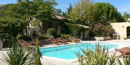 Holiday rental Bastide du Soleil > la piscine vue du parc