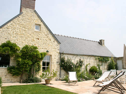 Bed & breakfasts Calvados, from 100 €/Nuit. House of character, Bayeux (14400 Calvados), Charm, Garden, Park, Net, WiFi, Baby Kits, Parking, 4 Double Bedroom(s), 1 Suite(s), 12 Maximum People, Lounge, Library, Chimeney, 4 ...