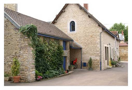 Bed & breakfasts Côte-d\'Or, from 75 €/Nuit. House/Villa, Vosne Romanée (21700 Côte-d`Or), Garden, Disabled access, Net, T.V., Parking, 3 Double Bedroom(s), 1 Suite(s), 11 Maximum People, Library, Chimeney, Kids Games, Blue ...
