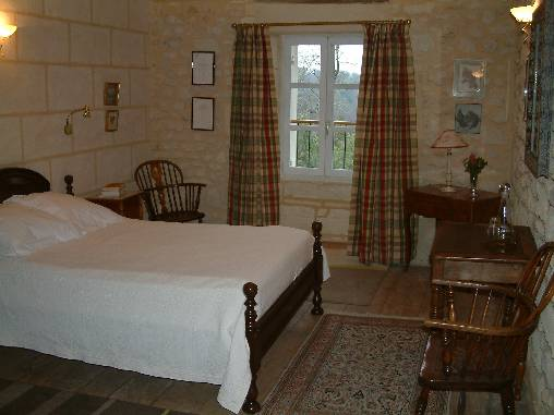 bed & breakfast Gironde - Beau Séjour The room with a view of squirrels!