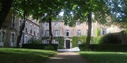 Location de vacances Château de Pardailhan > Le château, vu du parc