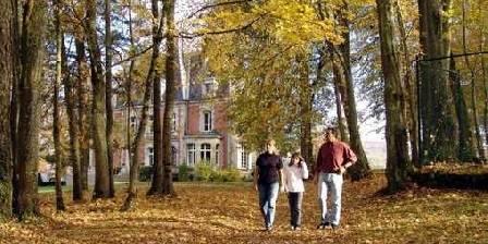 Chateau de la Presle Promenade dans l'allée de la Conciergerie
