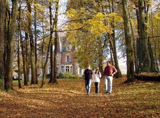 Chambre d'hote Haute-Saône - Promenade dans l'allée de la Conciergerie