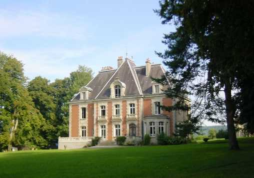 Bed & breakfasts Haute-Saône, from 110 €/Nuit. Castle, Breurey les Faverney (70160 Haute-Saône), Charm, Luxury, Guest Table, Park, Net, T.V., Baby Kits, 3 Double Bedroom(s), 2 Suite(s), 14 Maximum People, Lounge, Library, Sno...