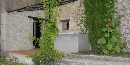 Location de vacances Maison Castely > la maison et le jardin