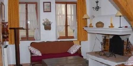 Location de vacances Maison Castely > Gîte - le salon