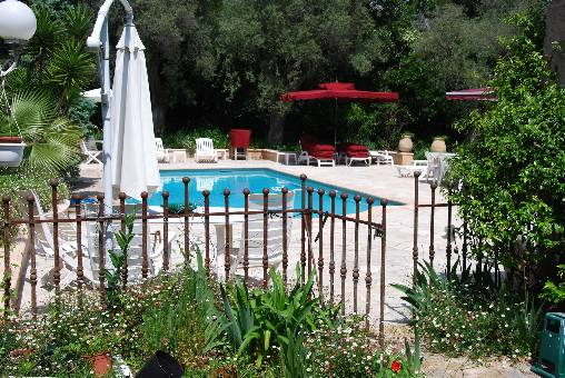 Bed & breakfasts Alpes Maritimes, from 120 €/Nuit. House/Villa, Juan les Pins (06160 Alpes Maritimes), Charm, Swimming Pool, Garden, Net, WiFi, T.V., Baby Kits, Parking, 1 Single Bed(s), 3 Double Bedroom(s), 6 Maximum People, 4 E...