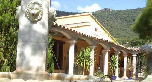 Bed & breakfasts Var, from 110 €/Nuit. House/Villa, Le lavandou (83980 Var), Charm, Jacuzzi, Garden, WiFi, T.V., Baby Kits, 1 Suite(s), 4 Maximum People, Library, Sea View, Taxe De Séjour  (1,10/pers/jour), No Smoking...