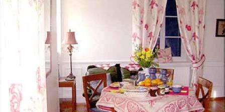 Les Volets Bleus Vosges La salle à manger
