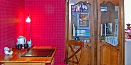 Les Volets Bleus Vosges Le salon de la suite Teddy Angels