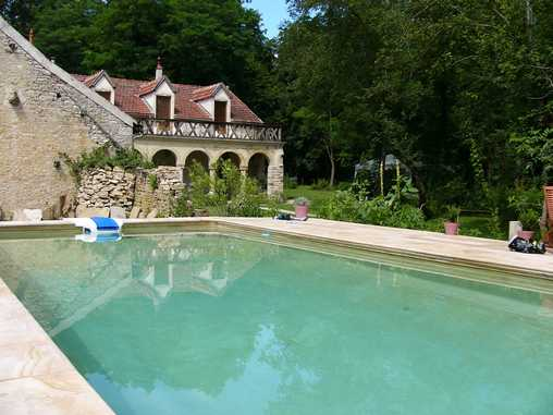Bed & breakfasts Saône-et-Loire, from 95 €/Nuit. Castle, Saint Loup Geanges (71350 Saône-et-Loire), Charm, Guest Table, Swimming Pool, Garden, Park, Baby Kits, Parking, 4 Double Bedroom(s), 12 Maximum People, Chimeney, Kids Game...