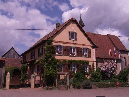 Bed & breakfasts Bas-Rhin, from 70 €/Nuit. House/Villa, Valff (67210 Bas-Rhin), Charm, Guest Table, Garden, WiFi, Parking, 3 Double Bedroom(s), 1 Suite(s), Lounge, Library, Chimeney, Travel Cheques, Mountain View, Country ...