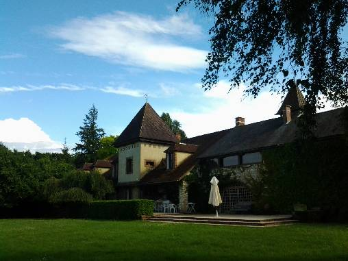Bed & breakfasts Yonne, from 74 €/Nuit. House of character, Lindry (89240 Yonne), Charm, Garden, Park, Net, WiFi, Baby Kits, Parking, 5 Double Bedroom(s), 1 Suite(s), 15 Maximum People, Lounge, Library, Chimeney, Kids G...
