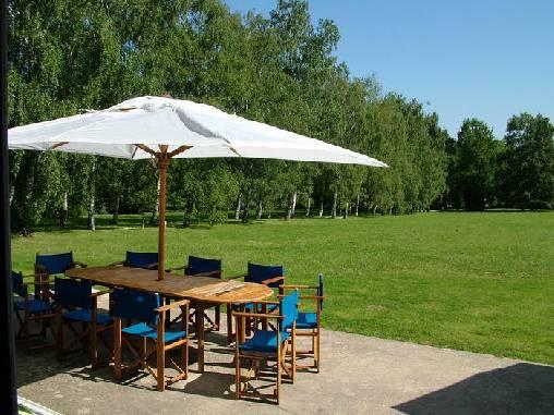 Chambre d'hote Yonne - La terrasse et un bout de jardin