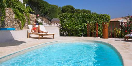 Bed & breakfasts Alpes Maritimes, from 95 €/Nuit. House/Villa, Vallauris (06220 Alpes Maritimes), Charm, Swimming Pool, Park, Net, WiFi, T.V., Air-Conditioning, 1 Single Bed(s), 3 Double Bedroom(s), 10 Maximum People, Lounge, Lib...