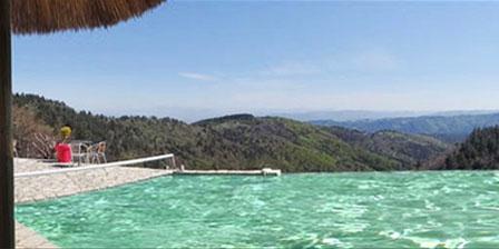 Le Hameau de la Mûre La piscine chauffée à débordement