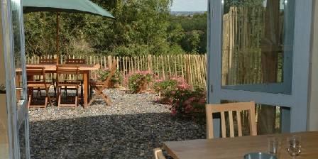 Les Eco-Logis d'Ensarnaut La terrasse du gîte des Frênes