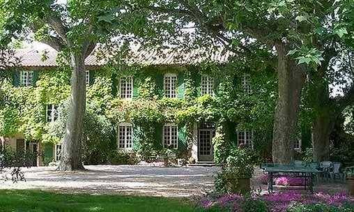 Bed & breakfasts Vaucluse, from 90 €/Nuit. House of character, Avignon (84000 Vaucluse), Charm, Swimming Pool, Park, Net, WiFi, Baby Kits, 3 Double Bedroom(s), 1 Suite(s), 1 Childrens Bedrooms, 10 Maximum People, Lounge, L...