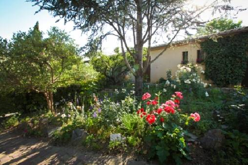 Bed & breakfasts Gard, from 50 €/Nuit. House/Villa, Bellegarde (30127 Gard), Guest Table, Garden, Net, WiFi, Baby Kits, Parking, 2 Double Bedroom(s), 4 Maximum People, No Smoking House, Pets forbidden. A proximité : Ni...
