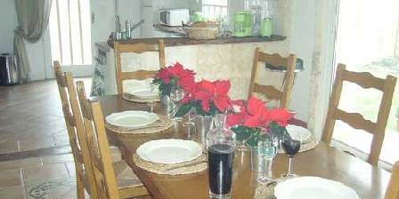 Le Clos du Chaudron Salle a manger et cuisine
