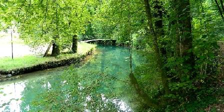 Au Jardin Fleuri Source Bleue