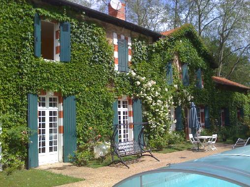 Bed & breakfasts Landes, from 65 €/Nuit. House of character, Ousse Suzan (40110 Landes), Charm, Guest Table, Swimming Pool, Park, Net, T.V., Baby Kits, 2 Double Bedroom(s), 1 Suite(s), 7 Maximum People, Lounge, Library, ...